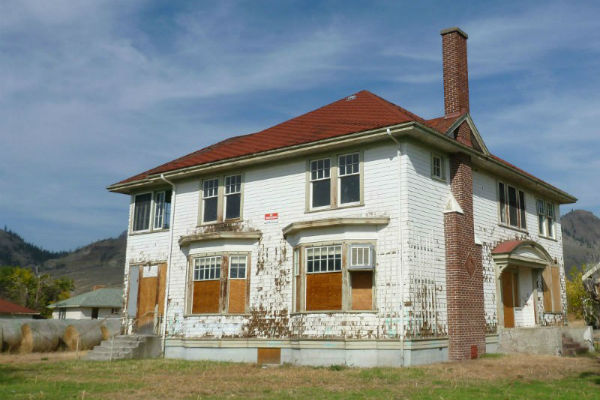 Abandoned-Superintendents-House-at-Tranquille-600x400