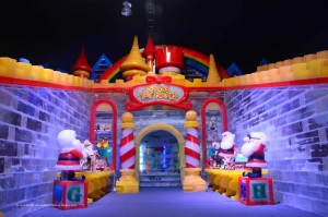 Dallas/Fort Worth Family Holiday Traditions: ICE at the Gaylord Texan