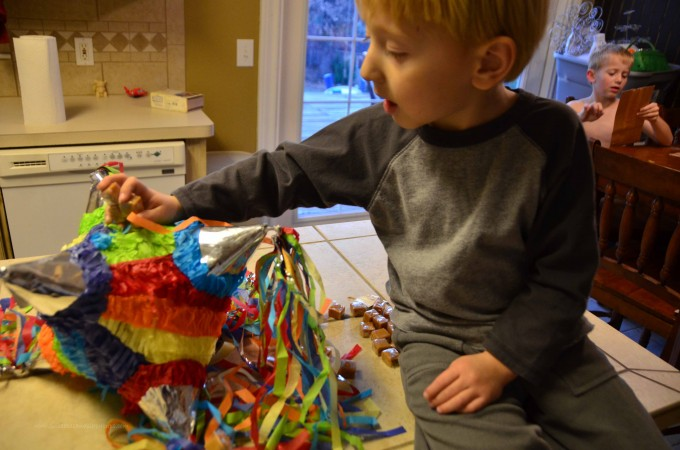 stuffing the pinata for las posadas