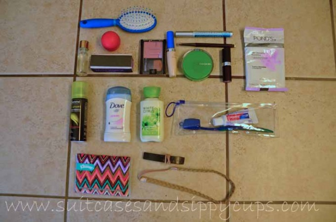 what to pack in a travel cosmetic bag