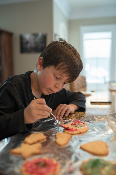 decorating cookies at christmas