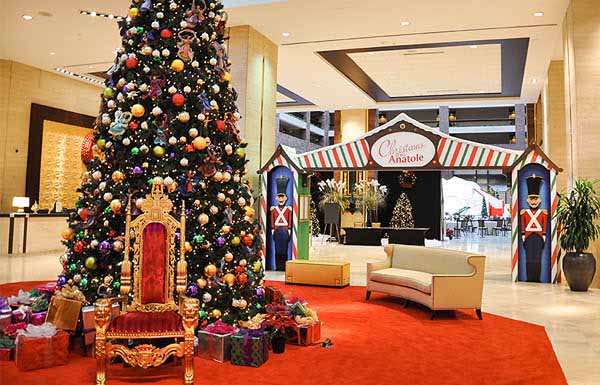 christmas at the anatole entrance